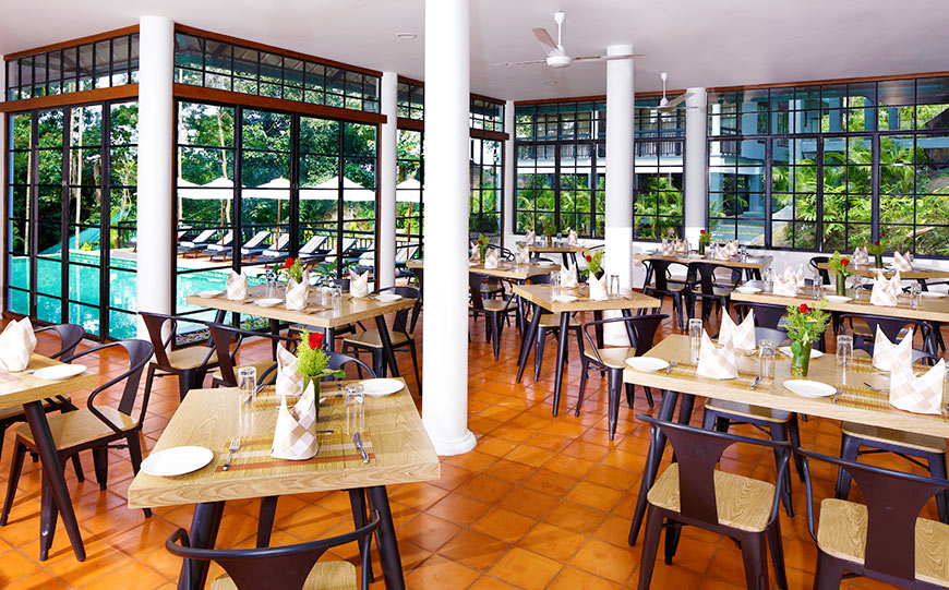 Multi-cuisine restaurant overlooking the swimming pool where you can savour in your favourite food
